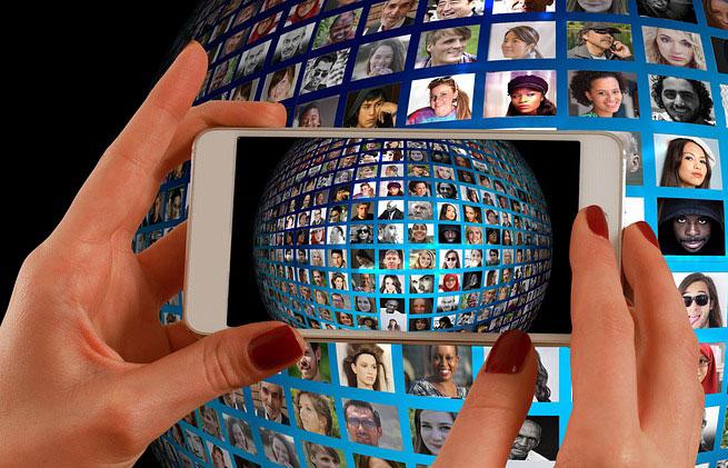 เผยสถิติปี 2016 ชาวมะกันใช้สมาร์ทโฟนมากขึ้น 60%