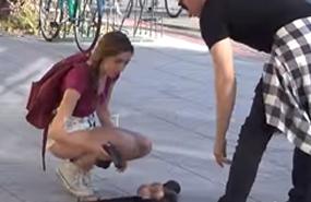 หนุ่มหน้าหล่อทำกระเป๋าตก ต๊ายมีแต่เซ็กส์ทอย ช่วยเก็บหน่อยได้มั้ย