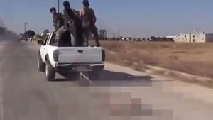 นาที กบฏซีเรีย เอาคืน ! ขับรถลากศพนักรบ ISIS